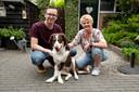 Sandra Meeuwsen en zoon Gido met hond Balou voor de operatie.
