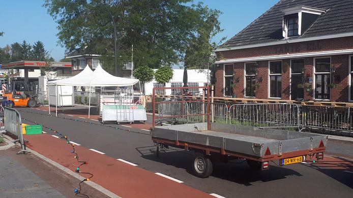 De Nijverdalsestraat in Wierden is deels afgesloten vanwege Plé-Bek bie Hek 2.0.