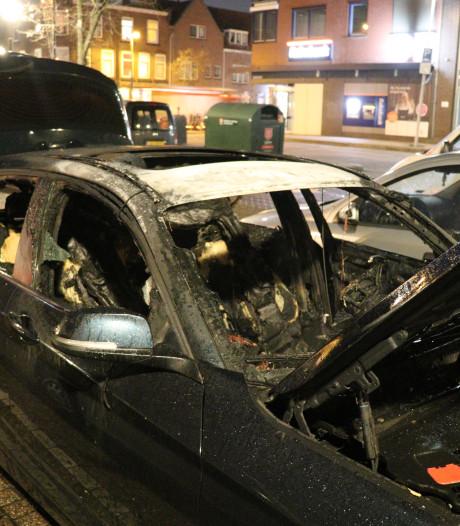 BMW brandt uit in Utrecht, politie gaat uit van opzet
