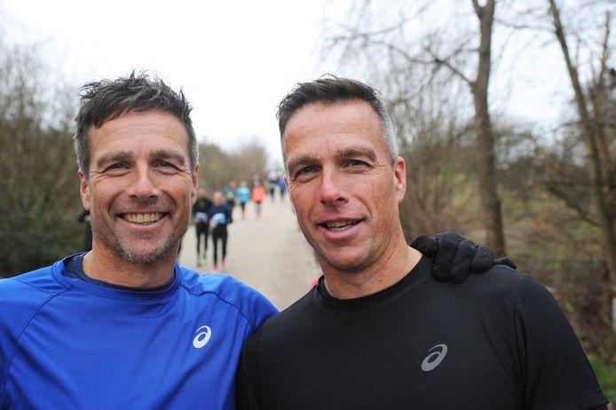 Dennis de Nooijer (links), met tweelingbroer Gérard.
