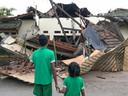 Het tehuis is flink beschadigd door de beving.