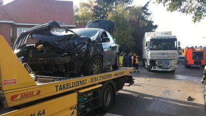 Twee gewonden bij botsing tussen auto en truck