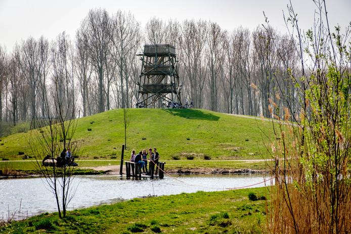 De houten uitkijktoren De Pyloon.