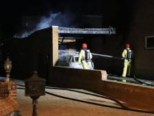 Brand verwoest carport en auto in Deurne