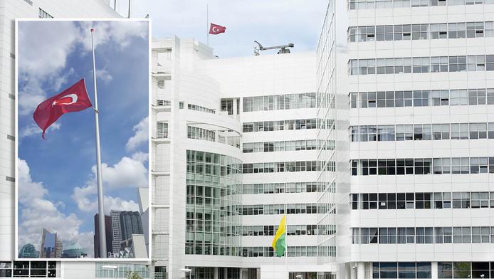 Turkse vlag halfstok op stadhuis den haag for Turkse reisbureau den haag