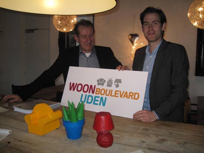 Pieter van Vugt (l), voorzitter van de Stichting Woonboulevard Uden, en wethouder Thijs Vonk.