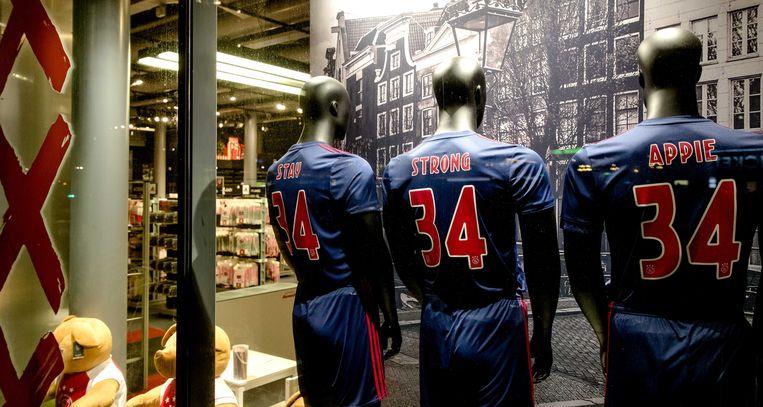 """""""Stay strong Appie"""" is de vaak gebruikte aanmoedigingsleuze, zijn rugnummer 34 zal niet meer worden gedragen bij Ajax."""