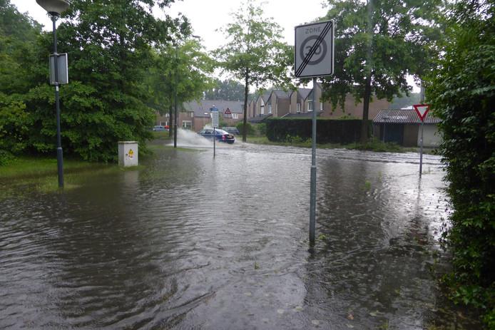 Wateroverlast in de Rijpelberg in Helmond.
