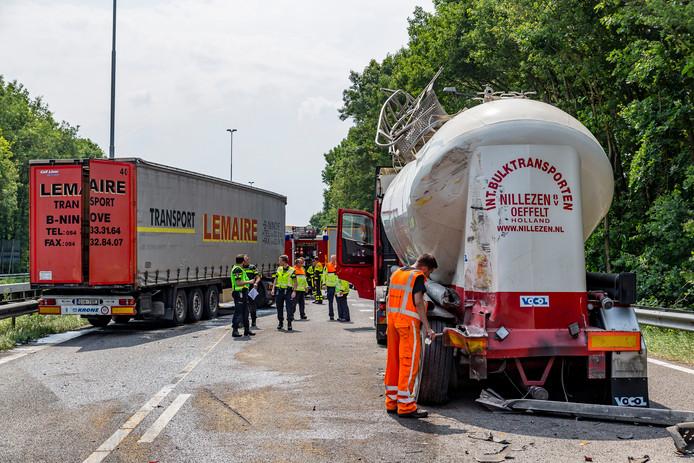 Ongeluk met vrachtwagens zorgt voor ravage op de A27.