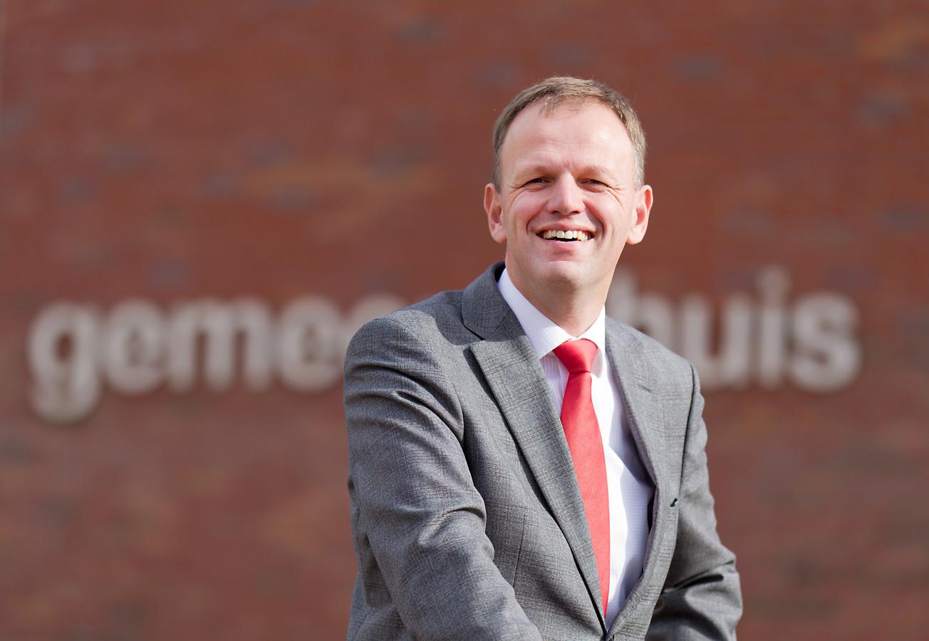Burgemeester Christiaan van der Kamp.