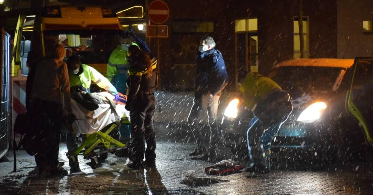 Vrouw breekt been bij aanrijding door auto in Beuningen.