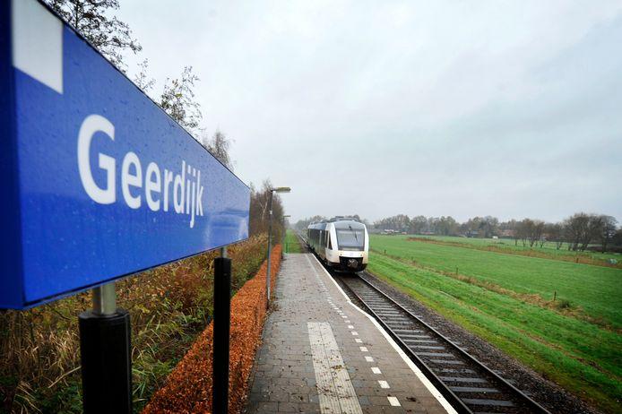 Station Geerdijk was een van de haltes op de lijn Almelo-Mariënberg. Enkele jaren terug werd die echter vanwege te weinig in- en uitstappers gesloten. Tot onvrede van reizigersvereniging ALMA, die zich inzet voor behoud van het tracé.