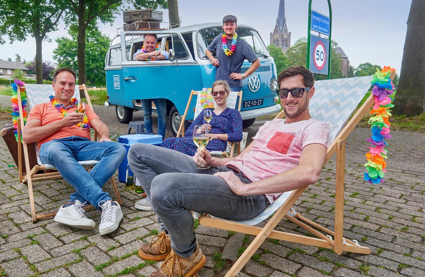 Vlnr, voor: Paul Bouwman, Jet van Gerwen en Jehan Langenhuijsen. Achter: Jeroen van den Broek en Sten van den Berg.