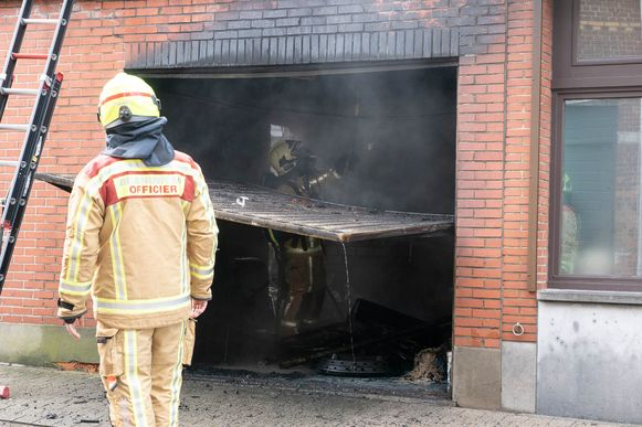 De brand was al uitslaand toen de brandweer ter plaatse arriveerde.