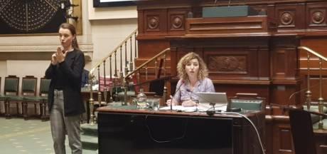 """La présentation unilingue de Sarah Schlitz à la Chambre fait réagir: """"Une erreur d'appréciation"""""""