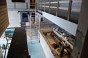 Er wordt keihard gewerkt om SpaOne af te maken. Hierbeneden komt het zwembad, op de verdieping erboven huist straks de beauty- en massage-afdeling.