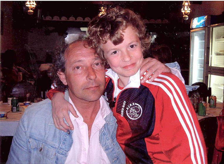 Léon met vader Hans. Beeld