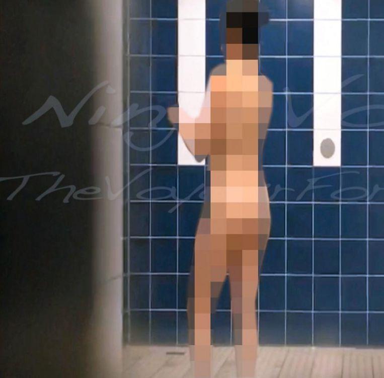 Mike D.B., de Gentse voyeur, filmt zijn eerste slachtoffer liefst 19 minuten lang. In zijn montage verwerkt hij denigrerende opmerkingen en meldt hij dat hij zichzelf bevredigt tijdens het filmen.