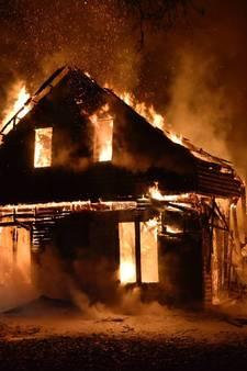 Houten huis in Sterksel verwoest door brand