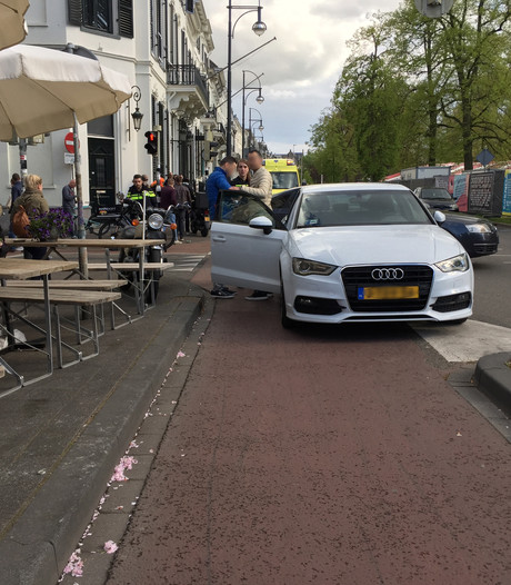 Bezorger aangereden op kruising in Arnhem