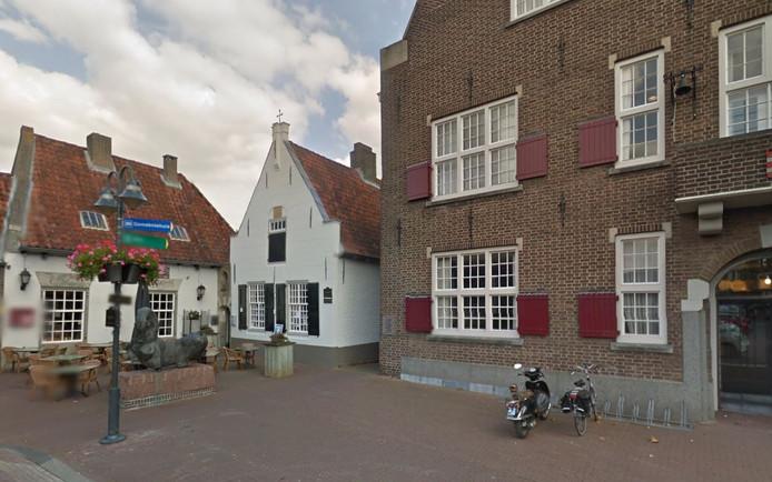 Het Hofje, links naast het gemeentehuis in Boxtel.