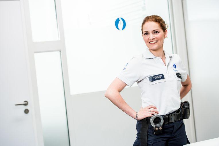 Nicoline Hummel in 'De Buurtpolitie'. De politie kan weinig doen tegen dit soort misdrijven.