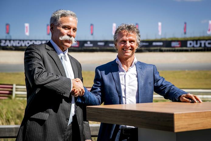 Directeur Jan Lammers en Chase Carey van de Formula One Group, tijdens de ondertekening van de overeenkomst van de Grand Prix op racecircuit Zandvoort.