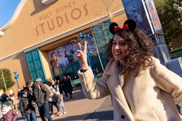 Met Minnie Mouse-oortjes op haar hoofd staat Anke te popelen om het Walt Disney Studios Park te verkennen.