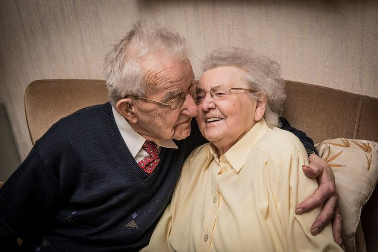 """Frits en Carola zijn na al die jaren nog steeds gelukkig samen. """"Hopelijk kunnen we binnen vijf jaar nog eens vieren."""""""