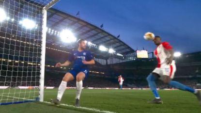 LIVE. Het gaat heel snel in Londen: Pedro zorgde voor de 1-0, waarna lachwekkende misser, owngoal én 3-0 volgen