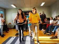 Gorcumse jongeren leren over veilig verkeer: fietsen met oortjes in? Alléén je rechteroortje!