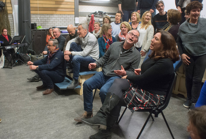 Repetitie theaterkoor STEM in De Brink in Eerde. Rechtsvoor Twan van Dijk en Saskia van den Berg. Fotograaf: Van Assendelft/Jeroen Appels