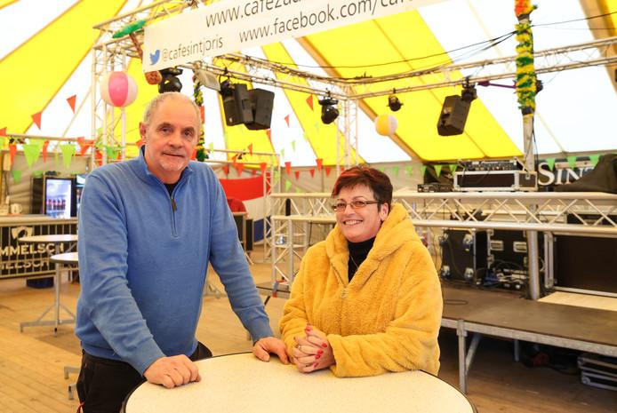 Ton en Janny van Keulen in de Tienertent in Veldhoven.