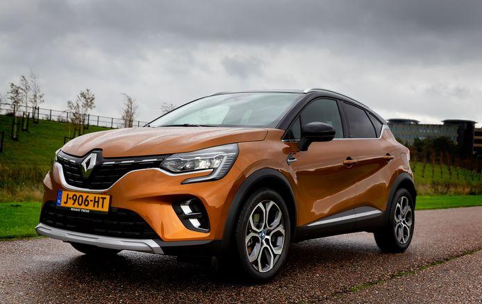 De Renault Captur plug-inhybride is zwaarder dan de benzineversie en krapper in de bagageruimte. Maar ook zuiniger.
