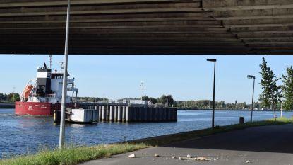 Gewelf viaduct Zelzatebrug brokkelt af