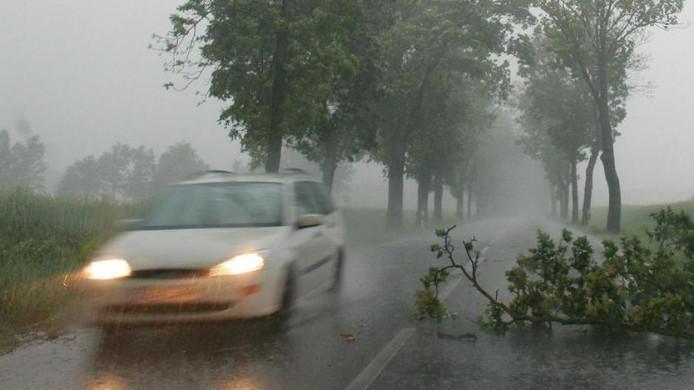 Door een windstoot kan een auto enkele meters opzij worden geduwd, zo blijkt uit een studie van de Auto Club Europa (ACE).