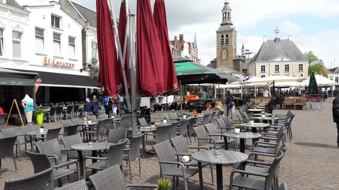 Lege terrassen op Koningsdag op de Markt in Roosendaal