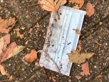 Ergernis om gedumpte mondkapjes op straat: 'Risico om nietsvermoedende kinderen te besmetten'