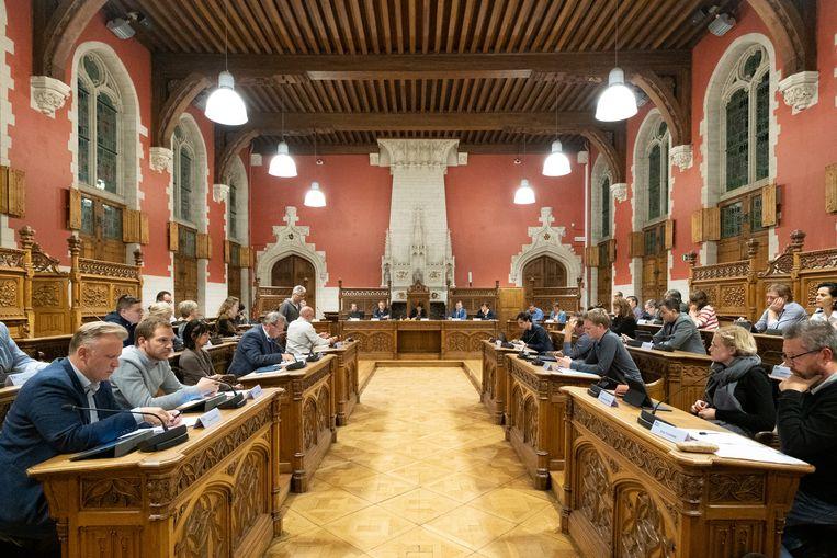 De Mechelse gemeenteraad, toen er nog in de raadszaal en niet digitaal werd vergaderd.