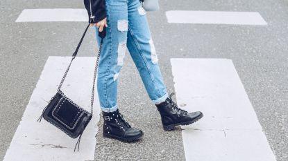 Stiletto, sneaker of biker boot? Zo kies je de juiste handtas bij je schoenen!