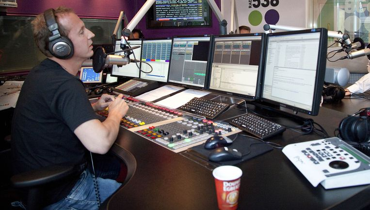 Deejay Edwin Evers in actie voor Radio 538 (in 2011). Beeld Volkskrant Fotoredactie