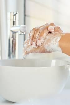Nos astuces pour prendre soin des mains qui souffrent des lavages incessants