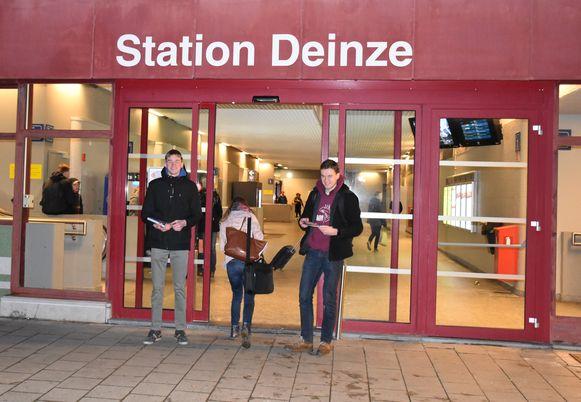 GroenRood Deinze hield een Valentrein-actie aan het station van Deinze.
