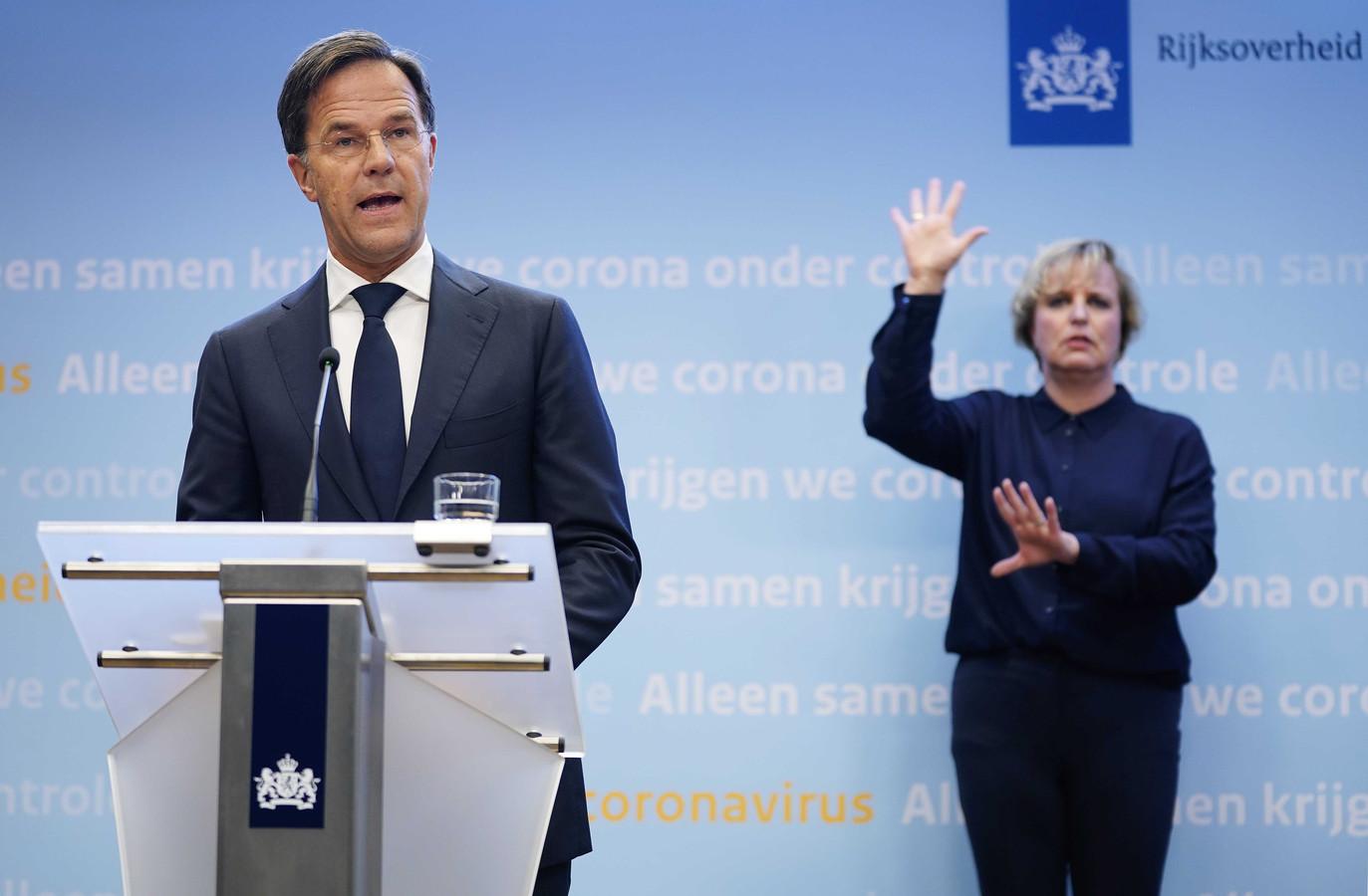 Premier Mark Rutte tijdens zijn persconferentie vanavond.