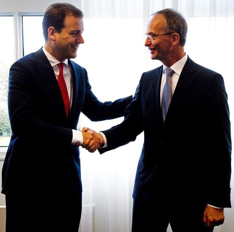 Ministers Asscher en Kamp (in vriendschappelijker tijden). Beeld epa