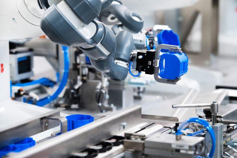 Robot aan een lopende band.  Beeld ANP