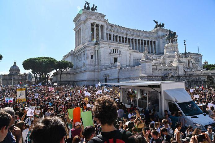 Meer dan 1 miljoen mensen zouden mee hebben gelopen in klimaatacties op 180 plaatsen in Italië, zoals hier in Rome.