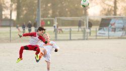 """Schotland verbiedt koppen in jeugdvoetbal, Vlaanderen nog niet: """"Leren spelen met voeten, dan koppen ze vanzelf minder"""""""