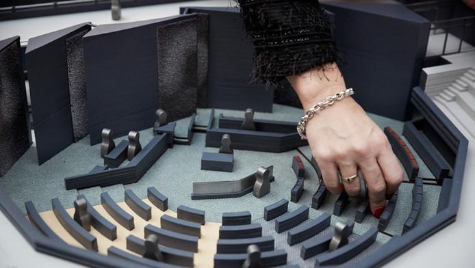 Een maquette van de Tweede Kamer