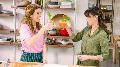 Een echt beautysapje van wortelen en ananas gemaakt door Sandra Bekkari en Maureen